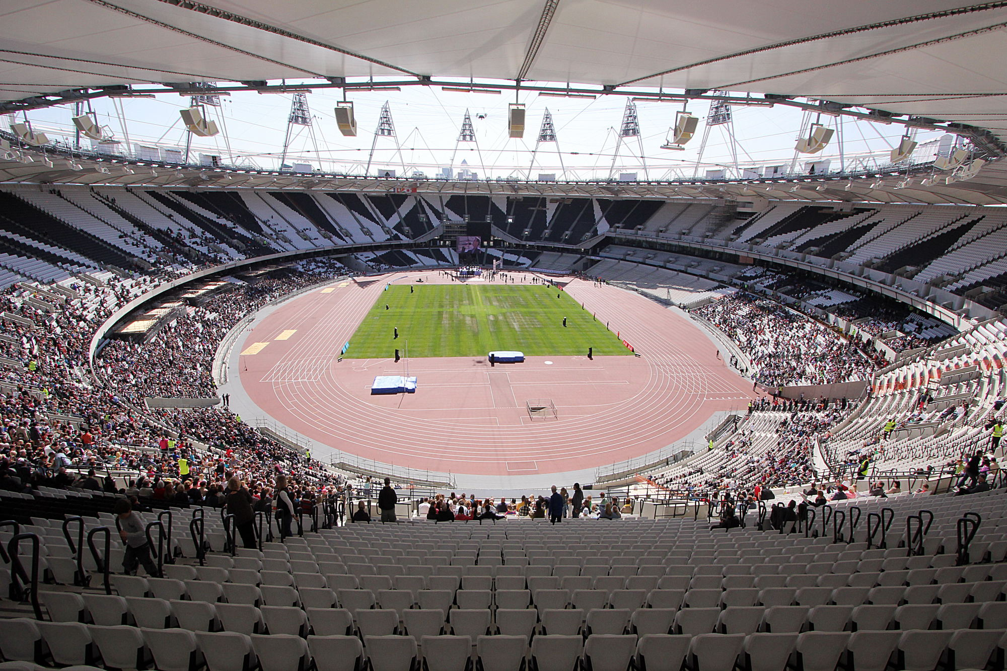 London_Olympic_Stadium_Interior_-_April_2012